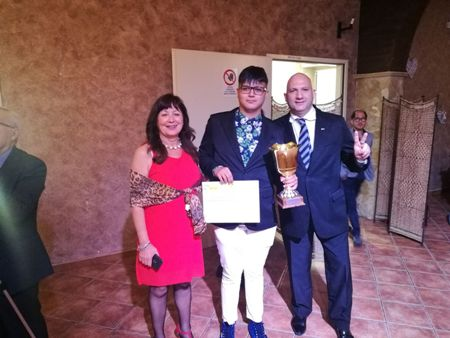 """Gioele Spadaro studente dell'Istituto Alberghiero """"Karol Wojtyla"""" di Catania vincitore del concorso A.M.I.R.A. per alunni diversamente abili, a livello nazionale"""