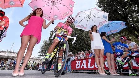 Dopo le tre tappe israeliane, il Giro d'Italia tocca il suolo italiano a Catania. Scuole chiuse, divieti e sospensioni amministrative per agevolare l'importante evento sportivo