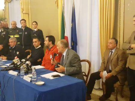 """Terremoto vertice in prefettura a Catania: Di Maio vuole """"procedure veloci"""", Salvini """"Pieni poteri ai sindaci"""""""