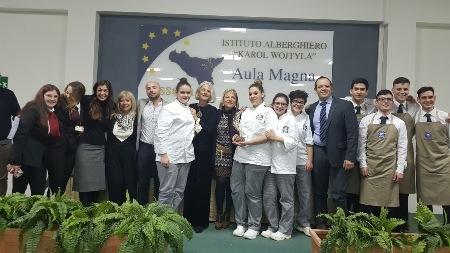 Non solo cucina, ma arte e cultura nella competizione che si è svolta all'IPSSEOA K. Wojtyla di Catania in occasione della prima edizione del concorso Goût de France tra sei istituti alberghieri siciliani