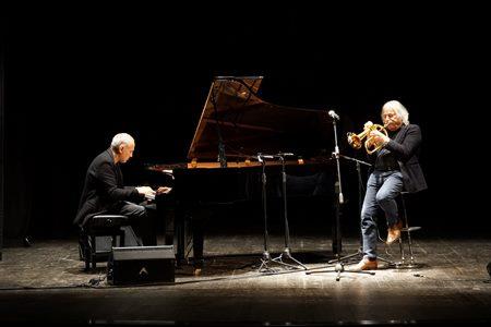 """Entusiasmante concerto al """"Garibaldi"""" di Modica per un concerto tra due tra due straordinari maestri del jazz: Enrico Rava (flicorno) e Danilo Rea (pianoforte)"""