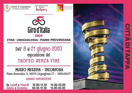 """Ciclismo: il Giro d'Italia 2020, tra nuovi percorsi e misure antivirus, porta con sé ed espone il """"Trofeo senza fine"""", quest'anno eccezionalmente al museo """"Messina-Incorpora"""", inaugurazione con distanziamento"""