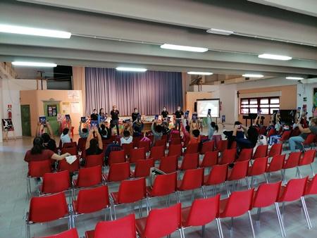 """Si apre l'anno scolastico con la Polizia di Stato all'Istituto onnicomprensivo """"Pestalozzi"""" di Catania."""