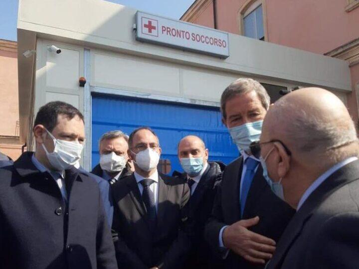 Nuovi Pronto Soccorso, ambulanza e Tac all'ospedale di Bronte. Il presidente della Regione Musumeci «riconosciamo a Bronte il diritto alla salute»