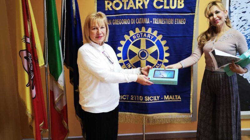 """Il Rotary Club """"San Gregorio di Catania – Tremestieri Etneo"""" dona all'Istituto Alberghiero """"K. Wojtyla"""" di Catania tablet per DAD"""